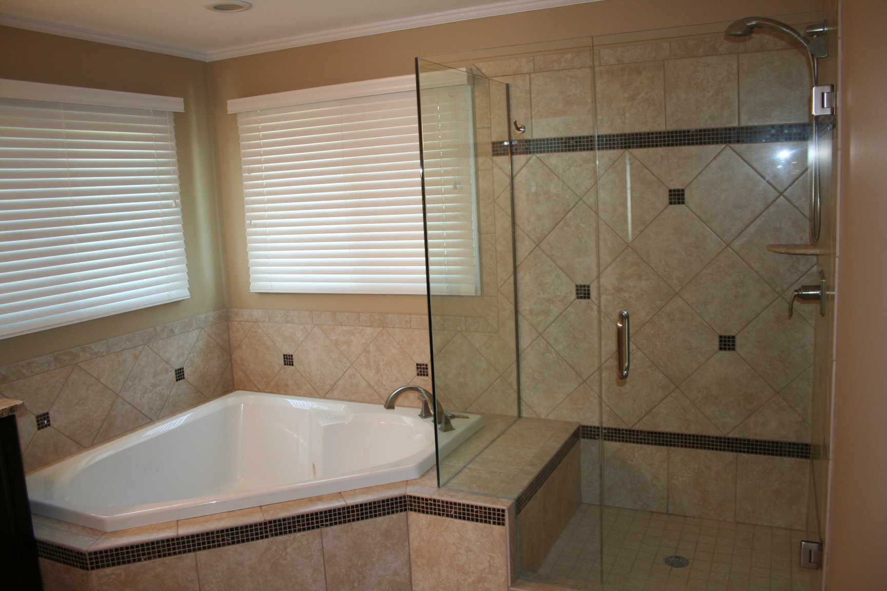 Frameless_Shower_Door_Install_